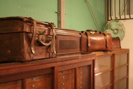 古い旅行カバンやバッグなど