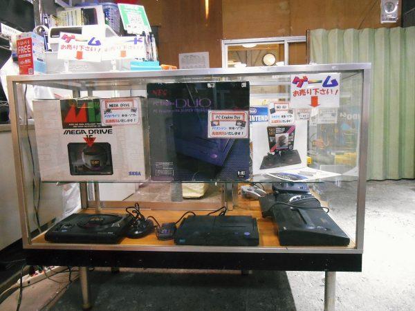 ゲーム機やゲームソフト買取用のサンプル陳列棚を設置しました。