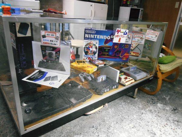 ゲーム機・ゲームソフト買取用サンプル陳列棚を設置しました。